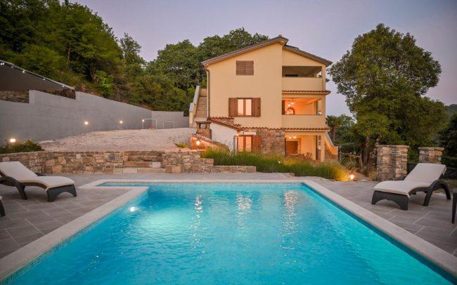 swimming-pool-villa-brbon