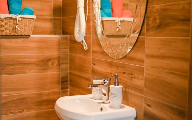 bathroom-wooden-villa-hrvatska-odmor