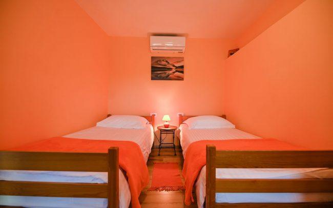 orange-room-sleeping-villa-croatia